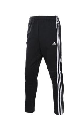 阿迪达斯休闲裤搭配图片 阿迪达斯休闲裤怎么搭配 阿迪达斯休闲裤如何搭配 爱蘑菇街
