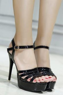 女王高跟鞋踩踏