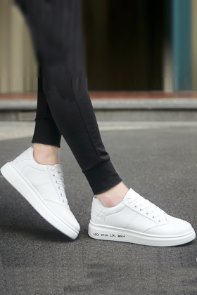 耐克情侣板鞋白色搭配图片 耐克情侣板鞋白色怎么搭配 耐克情侣板鞋白色如何搭配 爱蘑菇街