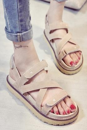 鞋子女夏凉鞋中跟搭配图片 鞋子女夏凉鞋中跟怎么搭配 鞋子女夏凉鞋中跟如何搭配 爱蘑菇街