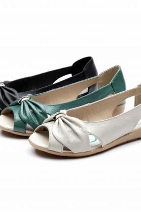 夏季大码妈妈凉鞋女中老年真皮软底镂空平底中年平跟鱼嘴妈妈鞋$74