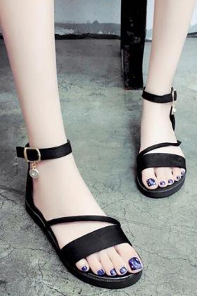 凉鞋女平跟学生韩版搭配图片 凉鞋女平跟学生韩版怎么搭配 凉鞋女平跟学生韩版如何搭配 爱蘑菇街