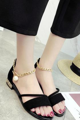 一字扣真皮女式鞋子搭配图片 一字扣真皮女式鞋子怎么搭配 一字扣真皮女式鞋子如何搭配 爱蘑菇街