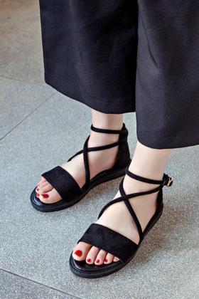 罗马凉鞋平底包跟搭配图片 罗马凉鞋平底包跟怎么搭配 罗马凉鞋平底包跟如何搭配 爱蘑菇街