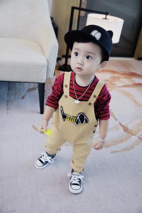 小童宝宝背带裤搭配图片 小童宝宝背带裤怎么搭配 小童宝宝背带裤如何搭配 爱蘑菇街