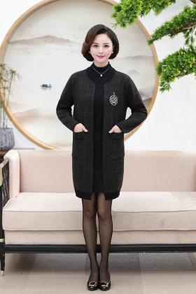 羊绒半大衣女式搭配图片 羊绒半大衣女式怎么搭配 羊绒半大衣女式如何搭配 爱蘑菇街图片