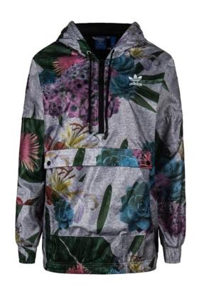 阿迪达斯运动风衣搭配图片 阿迪达斯运动风衣怎么搭配 阿迪达斯运动风衣如何搭配 爱蘑菇街