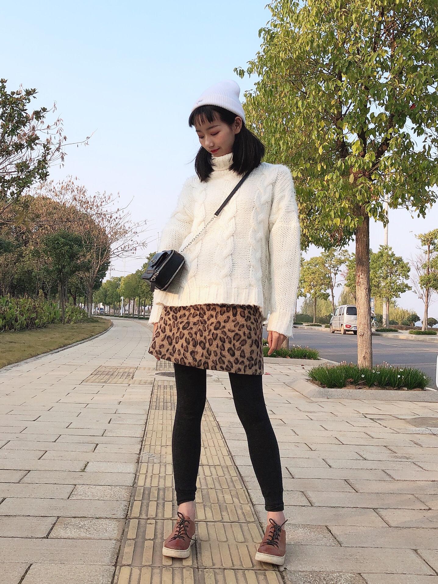 Vol.156 白色麻花高领套头毛衣 简单利索 见家长必备喔 今年流行的动物纹迟来了一步 点缀最佳啦~#别问了,不冷#