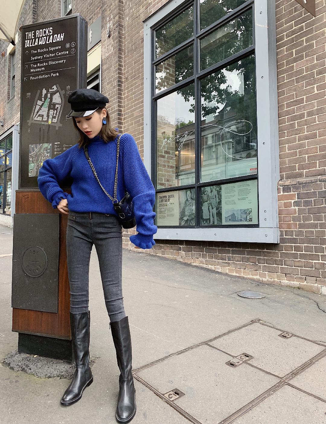 显瘦烟灰牛仔裤👖| 经典版型利落有型 #19年长一岁,试试轻熟风怎样# 🎆简单介绍:子晴身高168cm 体重50kg这款穿m码  👻Look:等夏天等秋天,等一件显高显瘦显腿长裤型服帖的牛仔裤👖 要知道选对版型,腿长一米八不是梦💪 这次给你们退件这件好穿到天天都想穿的显瘦高腰裤😻 配件简约的毛衣或衬衫,时髦感溢出屏 将衣摆扎进腰间时,更能凸显出纤细的A4腰视觉👀 而且简约的裁剪更显身材高挑 随意的搭配小白鞋👟or球鞋整体造型知性大方又气质💃🏻 让你的衣品瞬间提升一个级别☑️