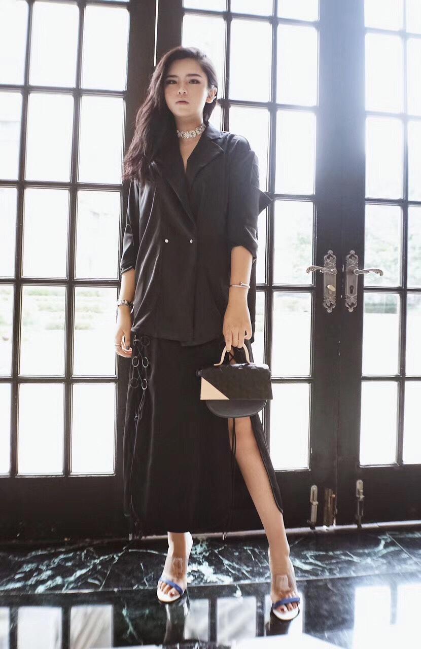 all black look#小个子女生,这款裙子更适合你#