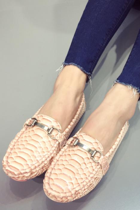 大牌范金属扣,蛇皮纹豆豆底,圆头休闲鞋女鞋,漆皮学生鞋子