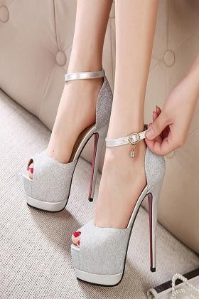 超高跟凉鞋14cm细跟搭配图片 超高跟凉鞋14cm细跟怎么搭配 超高跟凉鞋14cm细跟如何搭配 爱蘑菇街