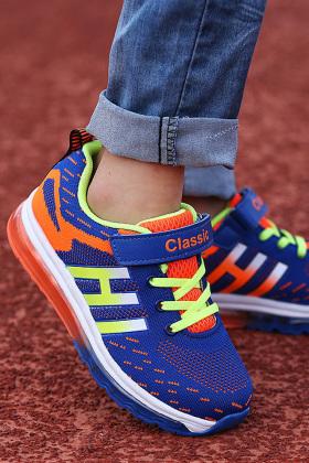 儿童气垫鞋男运动鞋搭配图片 儿童气垫鞋男运动鞋怎么搭配 儿童气垫