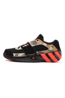 阿迪达斯麦迪篮球鞋