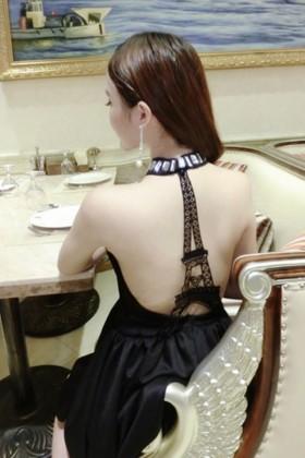 小黑裙$89.6-依莎菲尔连衣裙搭配图片 依莎菲尔连衣裙怎么搭配 依图片