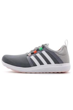 阿迪达斯女鞋跑步鞋运动鞋搭配图片 阿迪达斯女鞋跑步鞋运动鞋怎么搭配 阿迪达斯女鞋跑步鞋运动鞋如何搭配 爱蘑菇街