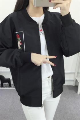 女款棒球服外套搭配图片 女款棒球服外套怎么搭配 女款棒球服外套如