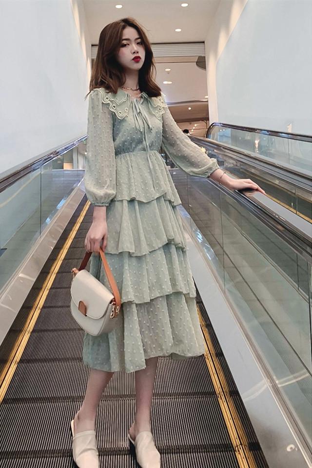 仙女雪纺连衣裙2019新款法式复古植绒波点蕾丝娃娃领蛋糕裙夏