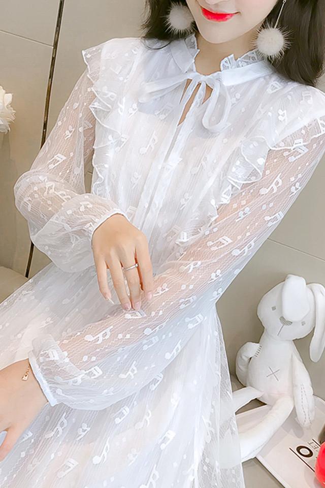 2019春新款小清新甜美立领木耳边蝴蝶结细带中长款蕾丝连衣裙