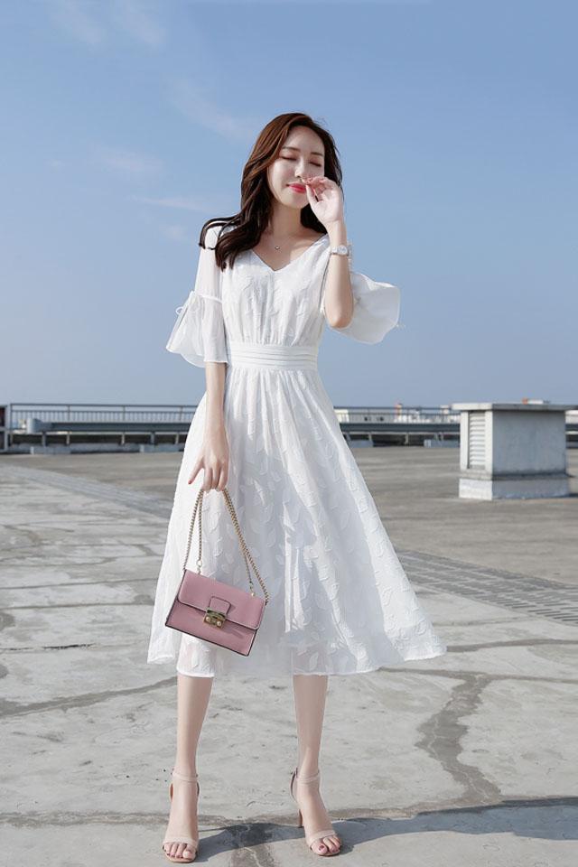喇叭袖雪纺连衣裙2019夏季流行女装中长款收腰显瘦V领仙女裙