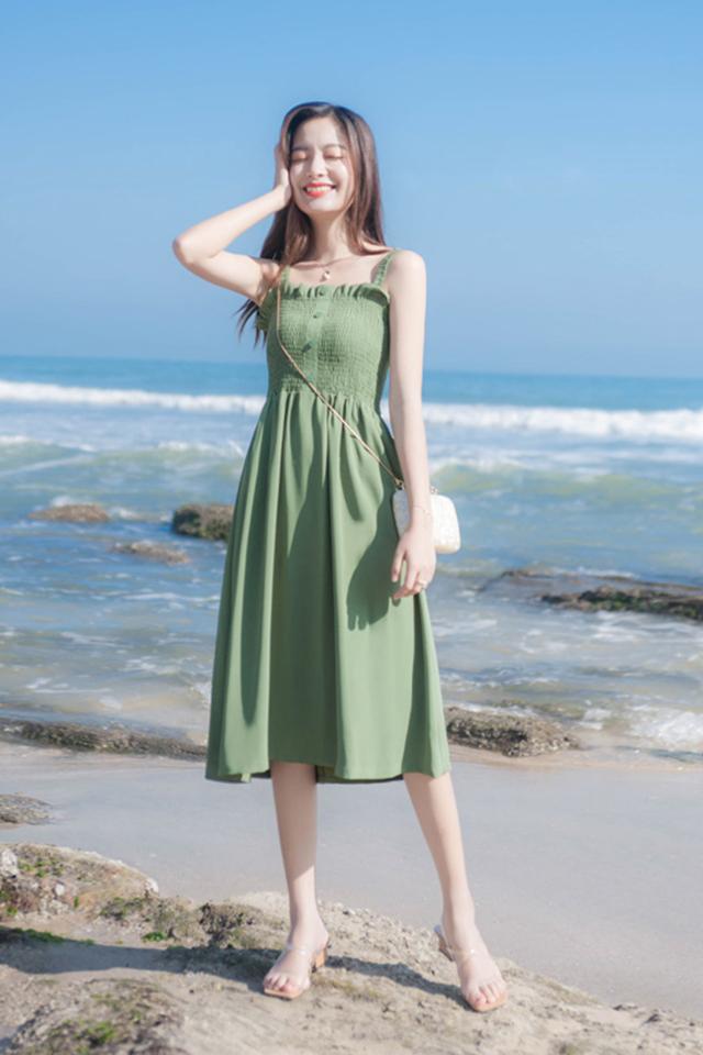 2019新款牛油果绿抹茶绿裙子女小清新减龄抹胸吊带夏季连衣裙