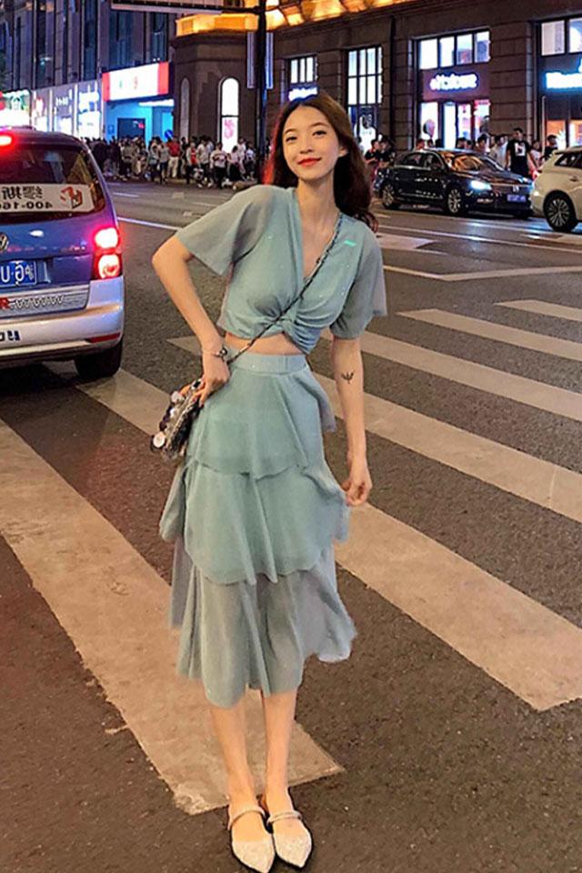 时尚套装2019流行女装亮闪闪短款上衣+蛋糕半身裙套装两件套